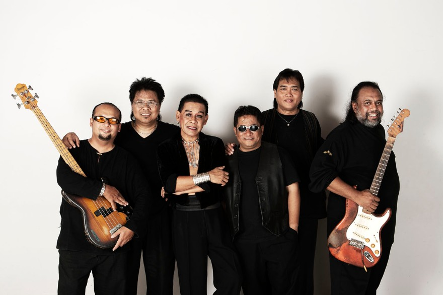R05-09-03 - commercial portrait - (Zul & band)